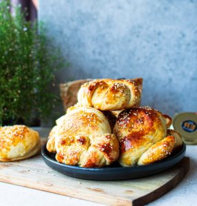 BAOBAB KNOTTED DINNER ROLLS